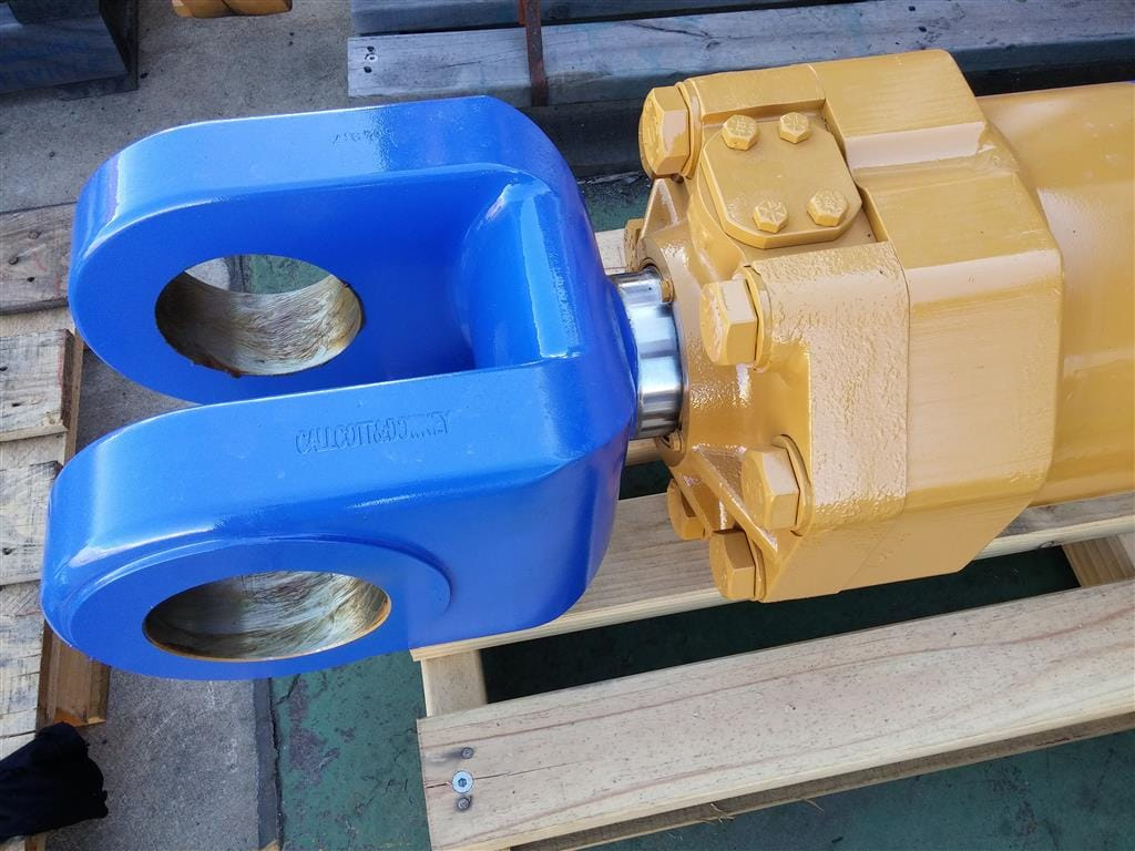 Blue Eye R2900 Lift Cylinder