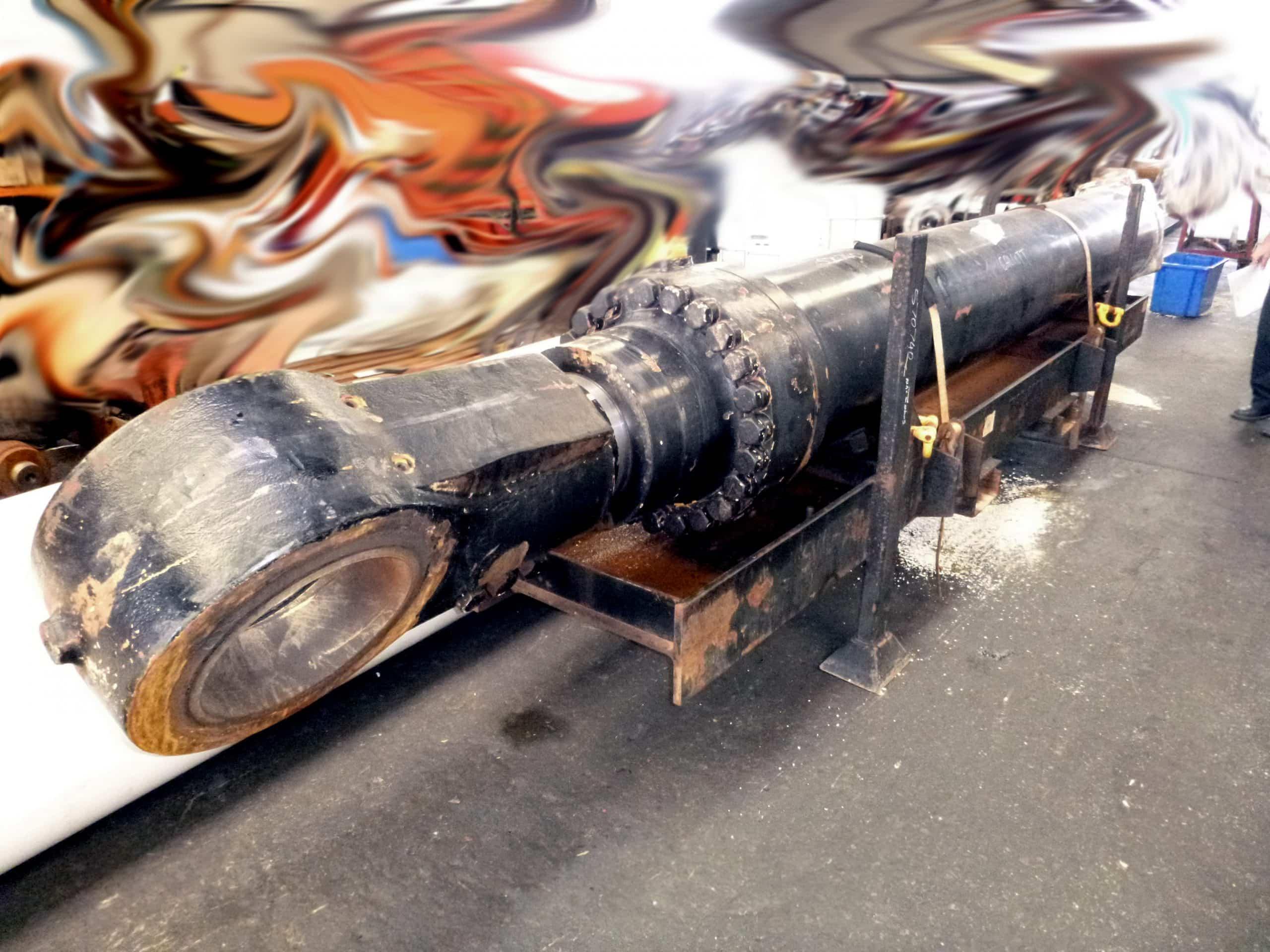 Broken 6060 Boom Cylinder
